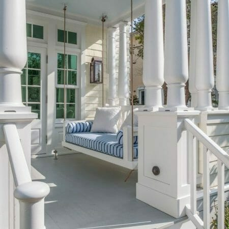 9 CHARMING FRONT PORCHES WITH SMART IDEAS TO STEAL
