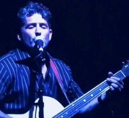 Jeff Wood performing